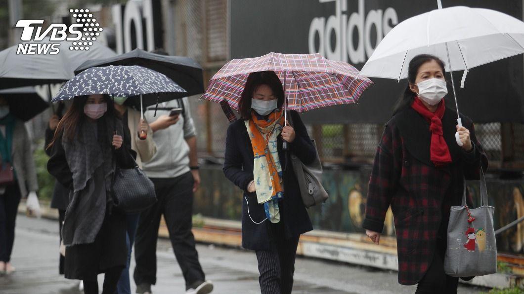 基隆市、新北市及宜蘭縣發布大雨特報。(圖/中央社) 下班注意!東北季風+南方雲系影響 3縣市大雨特報