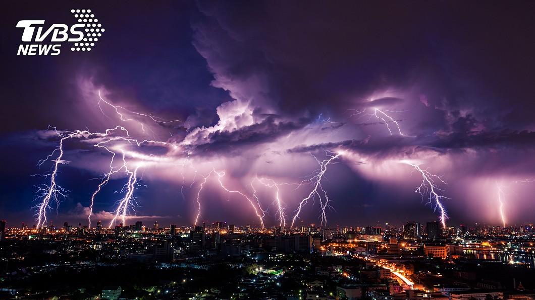美國專家擔憂大陸將「控制天氣」手段當作武器。(示意圖/shutterstock達志影像) 陸「控制天氣」成5年大計!美專家憂:看起來像武器