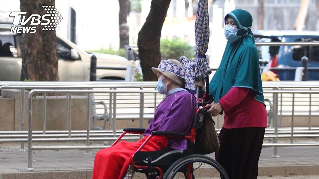 圖為在台印尼移工工作情形。(圖/中央社) 台與印尼協商移工安置費 上午展開線上會議