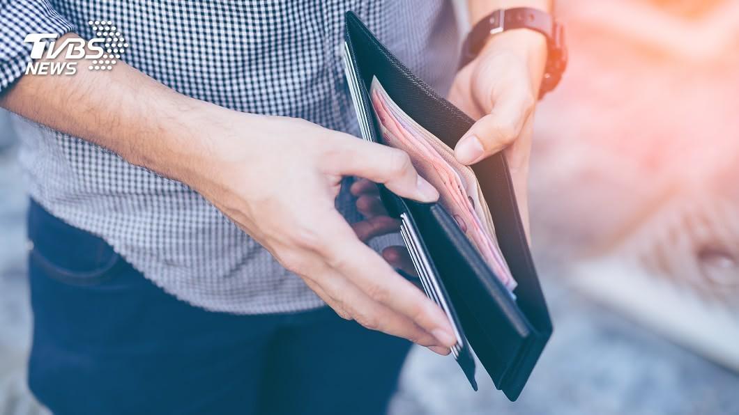命理師艾菲爾分享錢包風水中的6大禁忌。(示意圖/Shutterstock達志影像) 錢包忌3顏色散財 命理師曝風水:長夾較易守財