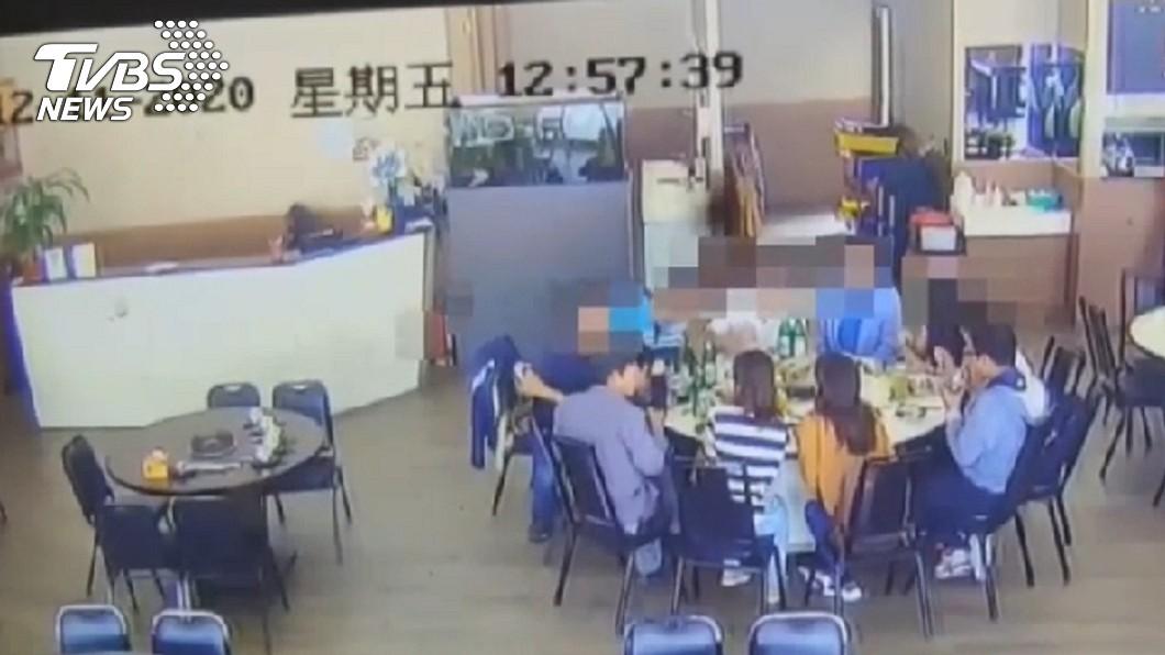 (圖/TVBS) 高雄女隔離14天無症狀 爽揪9人吃鍋才知確診