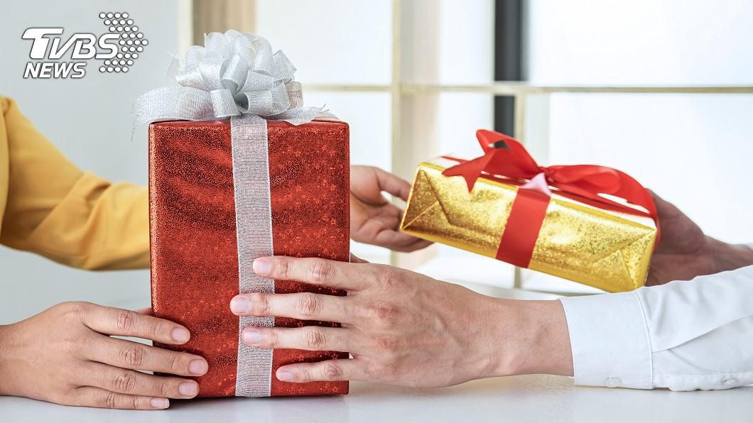 (示意圖/shutterstock達志影像) 兒交換禮物抽「家法組合包」狂冒冷汗 媽笑噴:大籤王
