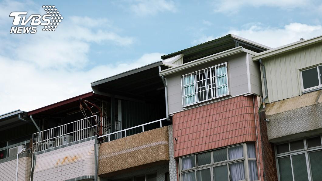 非事發地點,示意圖/shutterstock 達志影像 高樓住戶狂拋雜物 母破門「見兒猝倒」心碎:他在求救!
