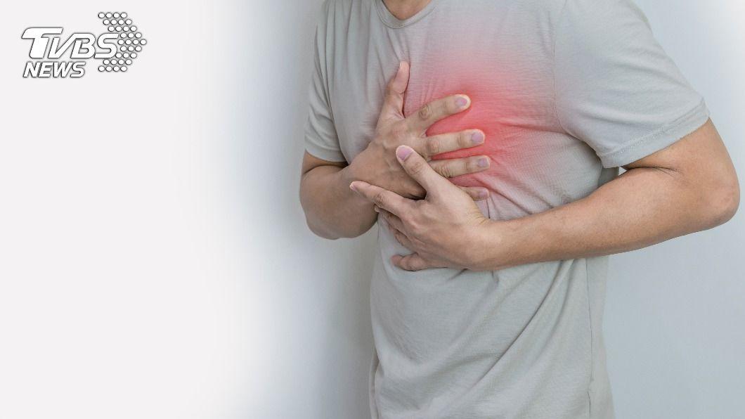 當血液中壞膽固醇濃度過高,容易引發冠狀動脈心臟病、心肌梗塞及腦中風。(示意圖/shutterstock達志影像) 心腦血管疾病比癌症更可怕 醫曝3種「壞膽固醇食物」少吃