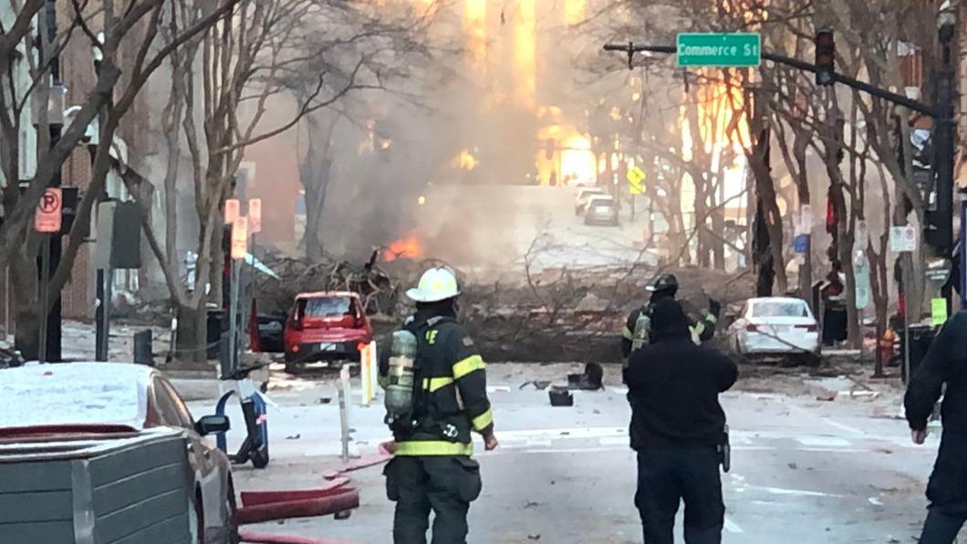 田納西州發生爆炸案。(圖/Nashville Fire Dept推特) 犯案者警告有炸彈 美耶誕節驚傳爆炸案釀3傷