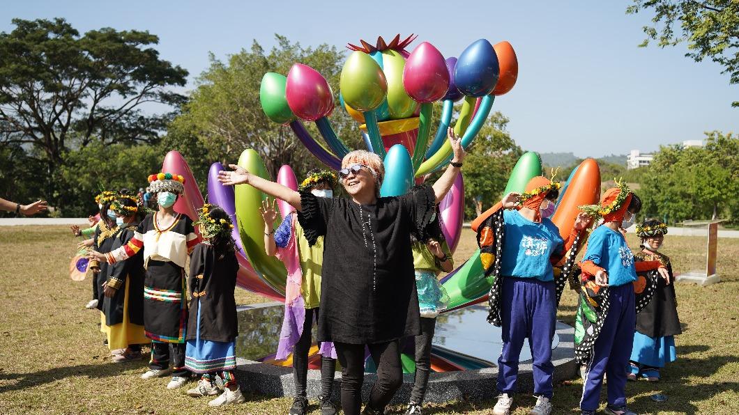 300偏鄉學童共度耶誕 揭開《奇花仙境》展序幕