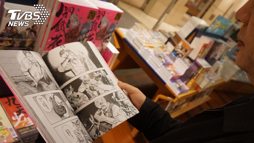 日本政府打擊網上盜版漫畫歪風,民眾若知盜版還下載將觸法。(示意圖/中央社) 日修法打擊盜版 下載非法漫畫將觸法