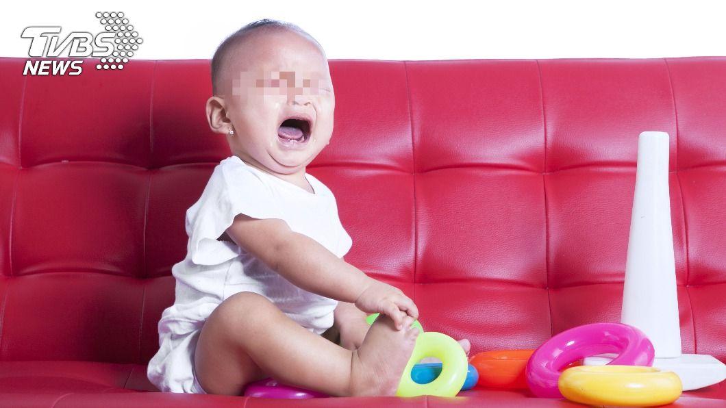玩具卡食道才讓孩童不停大哭。(示意圖/shutterstock達志影像) 童莫名狂哭鬧咳出血絲 醫一看「元凶」竟是:佩佩豬