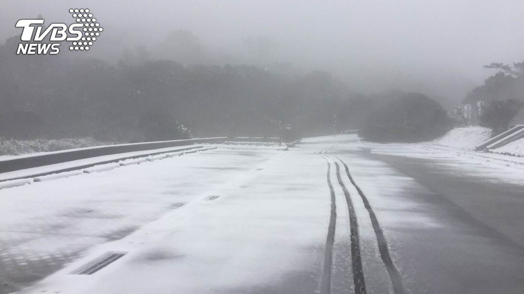 寒流將襲台,北部1千公尺以上地區有機會降雪。(圖/中央社資料照) 寒流來襲 陽明山若降雪視情況祭三階段交管