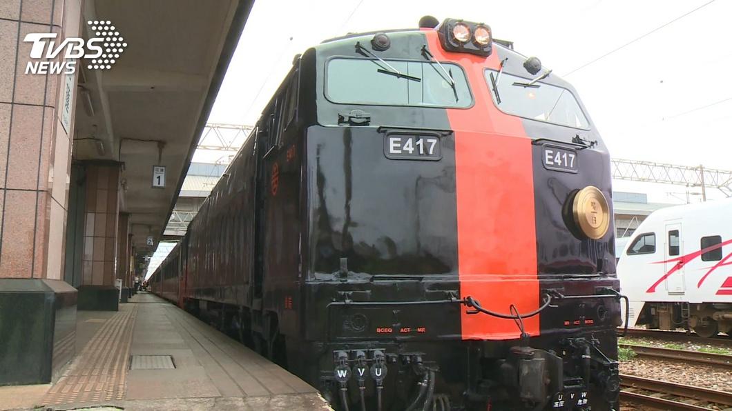 台鐵「鳴日號」首班列車正式啟航。(圖/TVBS) 台鐵最美「鳴日號」啟程迎新年 曝光五星服務、吧檯車廂