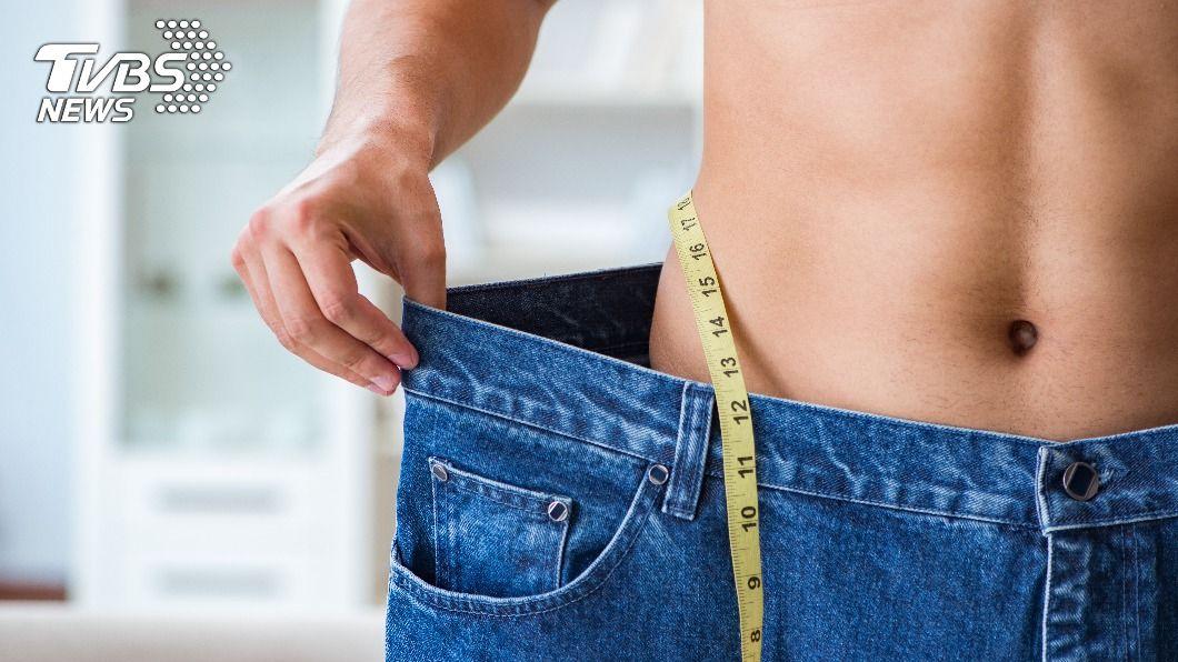 33歲男靠快走和禁食宵夜,三個月狂剷20公斤。(示意圖/shutterstock 達志影像) 胖到要住院!男體重「破百」靠2招三個月狂剷20公斤