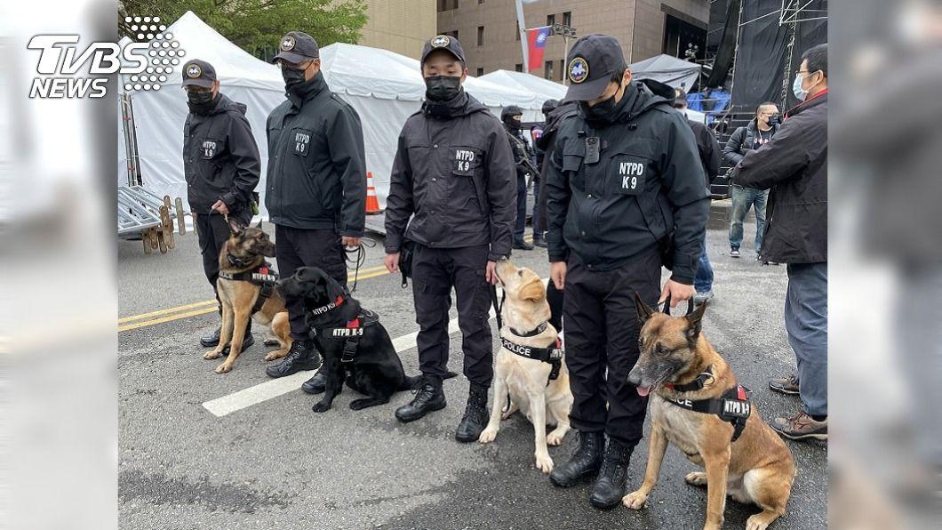 北市跨年會場維安將出動近千警力和4隻防爆犬。(圖/TVBS) 台北跨年晚會加強維安 出動近千警力4防爆犬