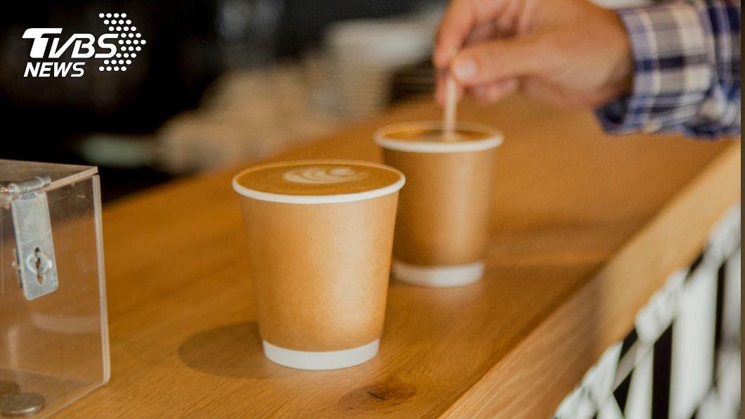 4大超商推出超強跨年咖啡優惠。(示意圖/達志影像路透社) 4大超商跨年優惠 咖啡第二杯11元、買20送21杯