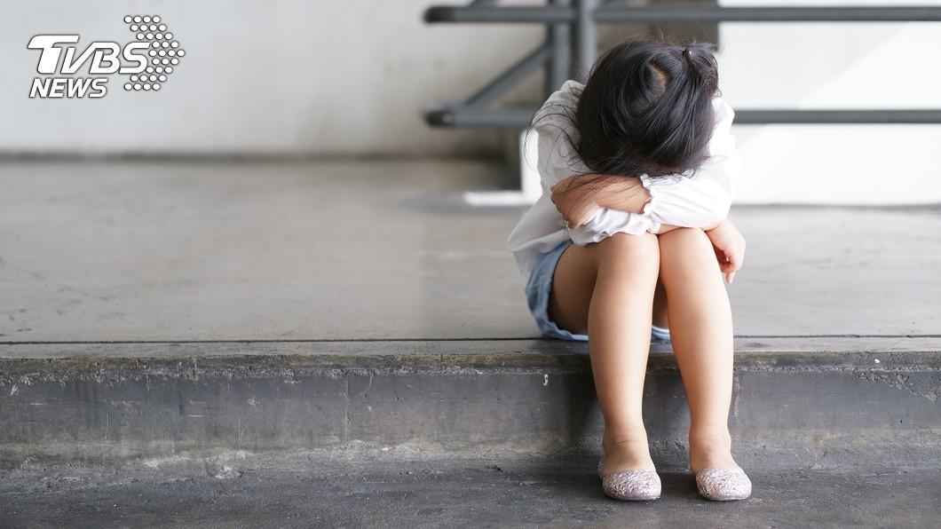 (示意圖/shutterstock達志影像) 驚見男師校門口接送「女兒怕爆不敢進」 背後原因惹怒網