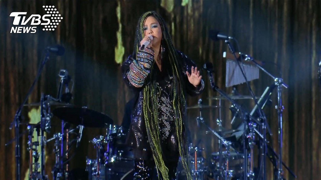 (圖/TVBS) 聽不到耳麥 阿妹求完美「我要唱好這首歌」