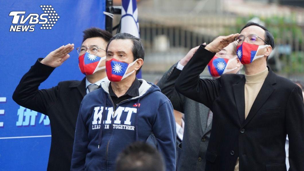 國民黨1日在中央黨部前廣場舉辦升旗典禮。(圖/中央社) 政院稱地方抵制萊豬違憲 馬:若一樣要地方自治幹嘛