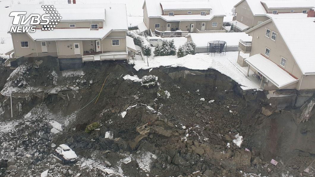 挪威南部村莊30日發生土石流災難,造成1死9失蹤。(圖/達志影像路透社) 挪威土石流1死9失蹤 救難人員:仍有機會找到倖存者