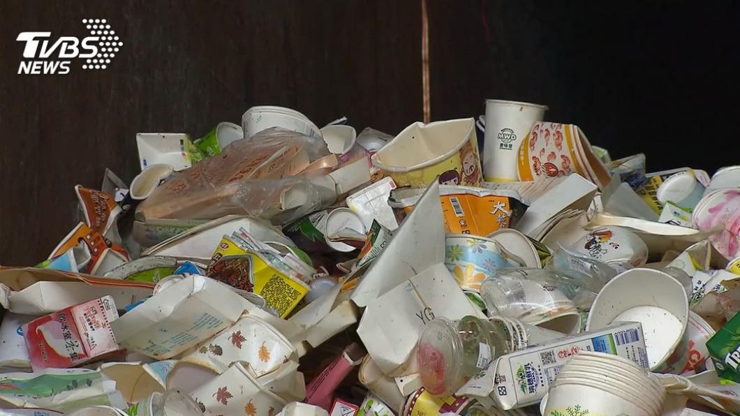 環保署呼籲,自助餐店及便當店須強制設置紙餐具回收處。(示意圖/TVBS) 餐飲業注意! 環保署擬7月開罰未設紙餐具回收處