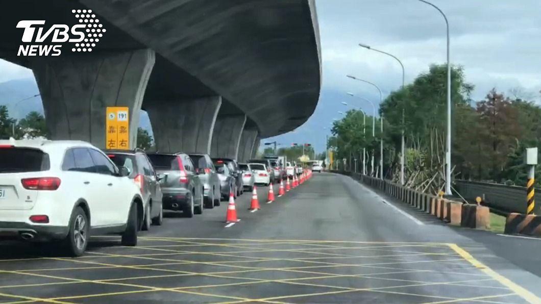 高速公路局預估,國道5號北向路段中午過後將逐漸塞車。(圖/TVBS) 收假湧車潮 國5宜蘭至坪林車速40公里以下
