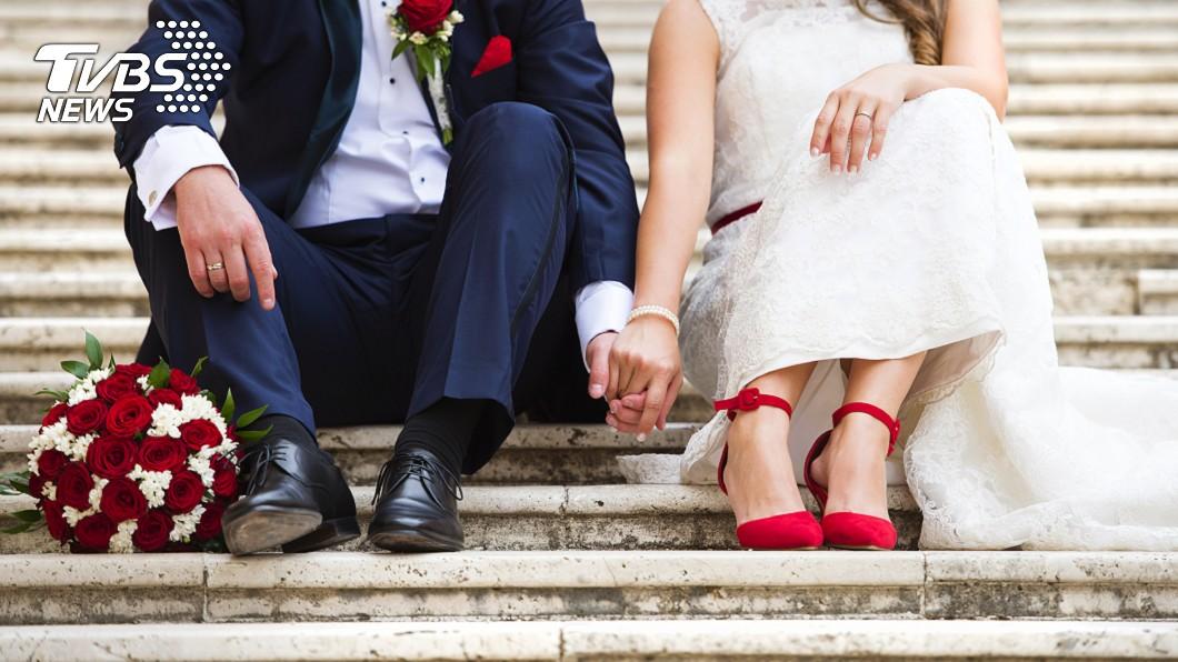 大陸貴州一對新人在結婚典禮上鬧翻,最後婚禮結不成分手收場。(示意圖/shutterstock 達志影像) 新郎買錯內衣「罩杯太小」 新娘當場火大:不嫁了