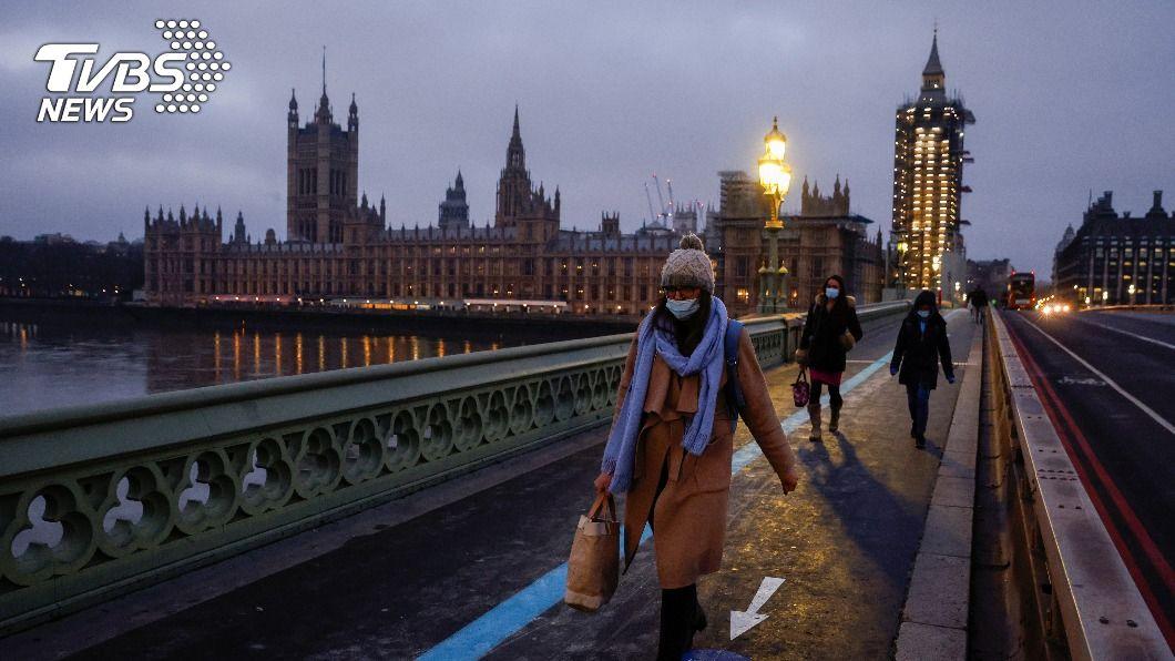 英國新增5萬人確診染疫。(圖/達志影像路透社) 英國連6天新增5萬人染疫 在野黨籲24小時內封城