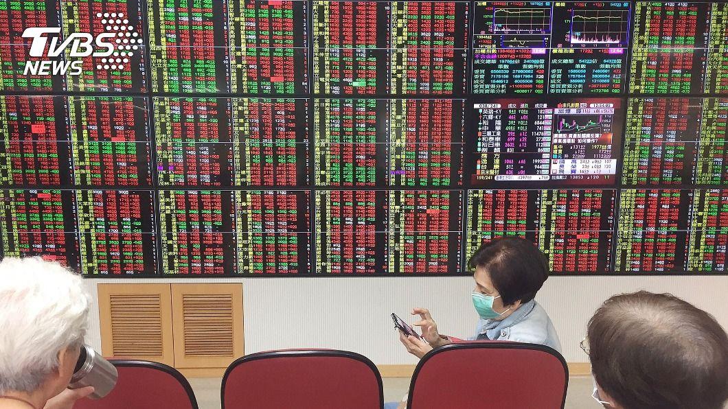 (圖/中央社) 台股飆559.89點 創史上第2大單日漲點