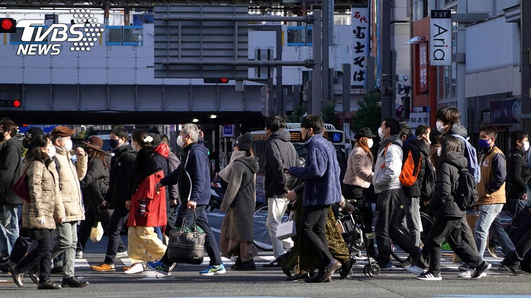 日本新冠肺炎疫情持續升溫。(圖/達志影像美聯社) 日本疫情升溫 菅義偉:東京等首都圈本週發布緊急宣言