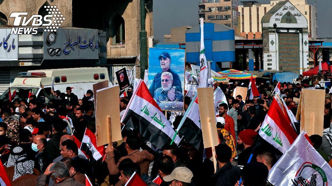 伊拉克民眾抗議美國。(圖/達志影像美聯社) 美國無人機刺殺行動週年 伊拉克民眾聚集抗議