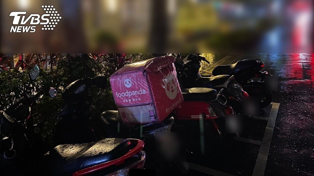 (圖/TVBS) 不爽飯菜冷掉爆衝突 21歲男持刀「怒砍殺外送員」