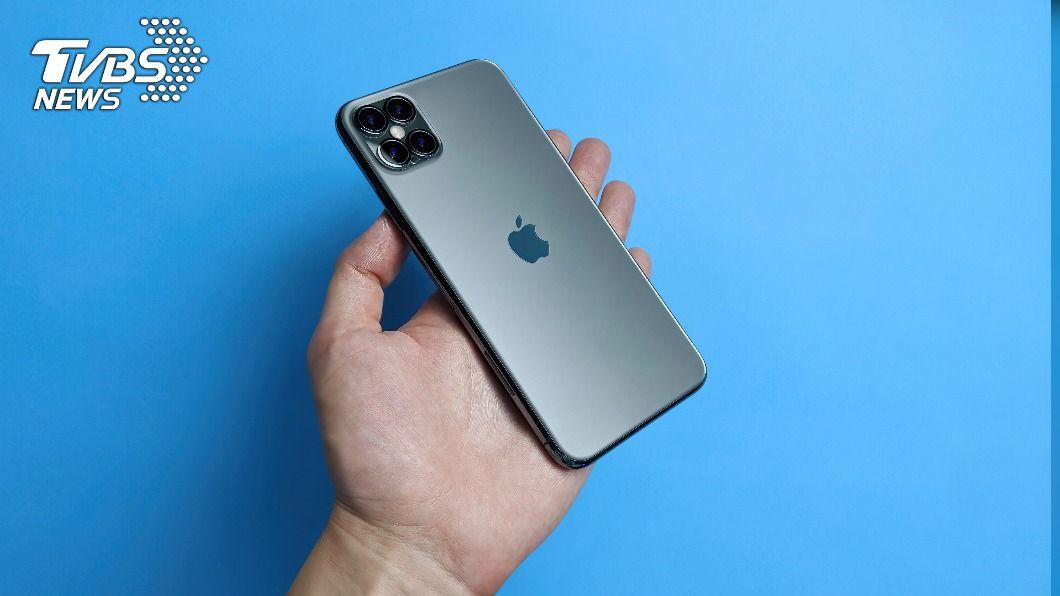 iPhone 12系列需求超出預期,出貨量上看2.3億支。(示意圖/shutterstock達志影像) 分析師估iPhone今年出貨量看增2成 衝2.3億支