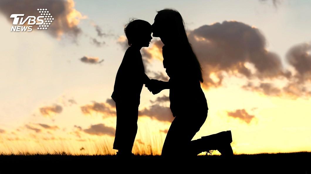 高雄一名女中醫與身障兒分隔43年卻拒養。(示意圖/Shutterstock達志影像) 身價6千萬女醫拒養親兒 分隔43年嗆:百元也不養他