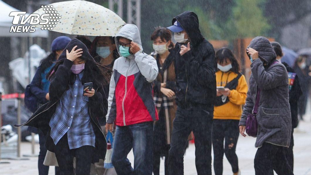 (圖/中央社) 東北季風影響北台灣濕涼低溫探14度 北東短暫雨