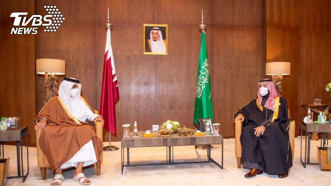 沙烏地王儲穆罕默德.沙爾曼與卡達國王塔米姆。(圖/達志影像路透社) 沙烏地外長:與3個阿拉伯盟邦恢復對卡達全面關係