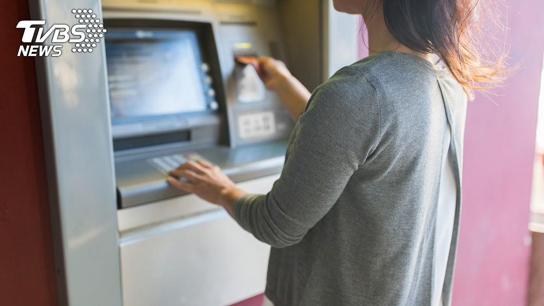 帳戶收到不明款項,可能是被盜用。(示意圖/shutterstock達志影像) 刑事局:帳戶出現不明匯款 恐遭詐騙集團盜用