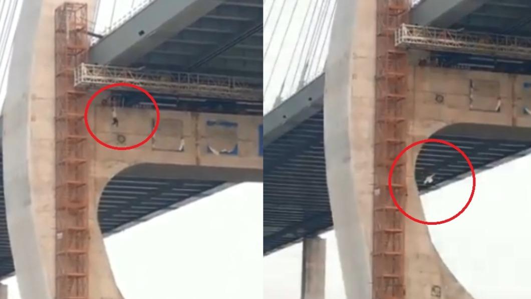 工人踩空墜橋。(圖/翻攝自Twitter) 冷血同事見死不救 工人「垂吊橋梁」掙扎墜地亡