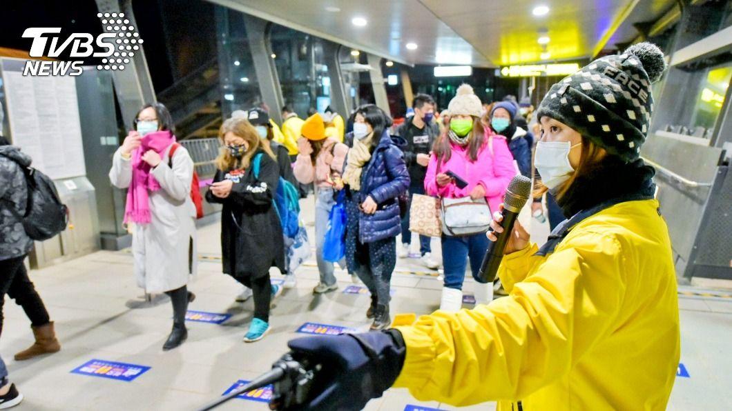 (圖/中央社) 五月天演唱會帶動機捷運量成長 桃捷備戰疏運歌迷