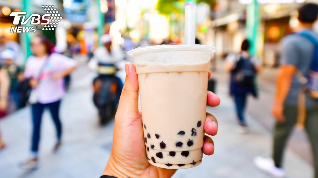 (示意圖/shutterstock達志影像) 天天喝奶茶突昏迷失禁 22歲女抽出「草莓牛奶血」