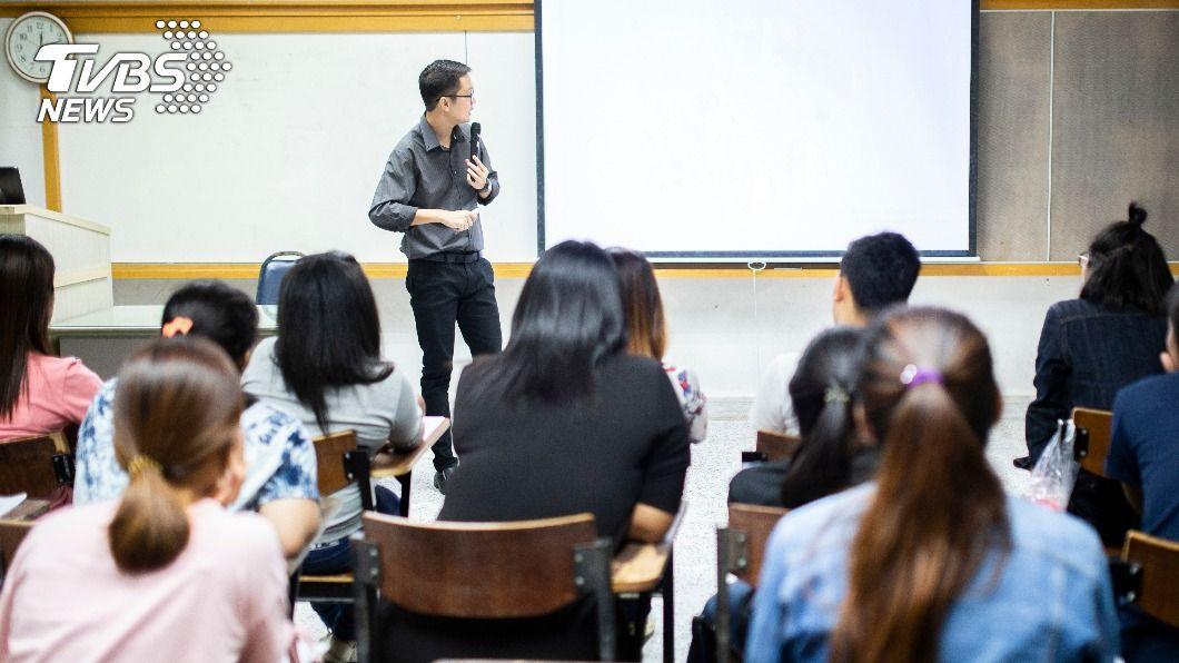 阿根廷一名老師發文遭轟歧視、暴力。(示意圖/shutterstock 達志影像) 貼文「想及格就別穿內褲」 師挨轟涉性歧視辯開玩笑