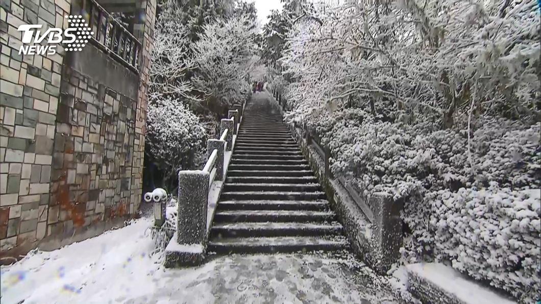 圖/TVBS 超美!太平山積雪最深5公分 化身銀白世界