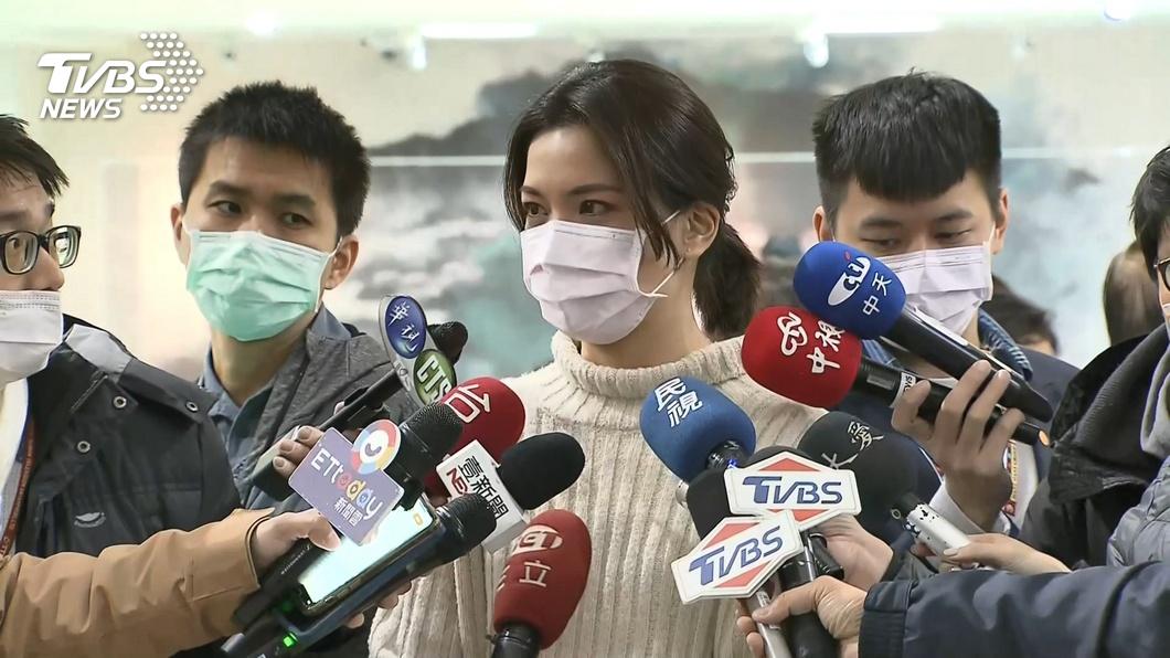 鍾沛君上節目分享抗癌過程。(圖/TVBS) 母「飲食清淡」卻罹肺腺癌逝 鍾沛君疑2習慣所致