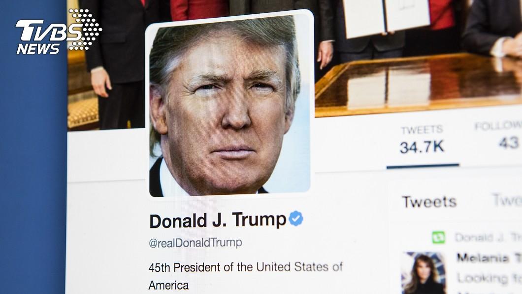 美國總統川普時常在推特發文。(圖/shutterstock達志影像) 違反守則!推特宣布「永久移除」川普帳號