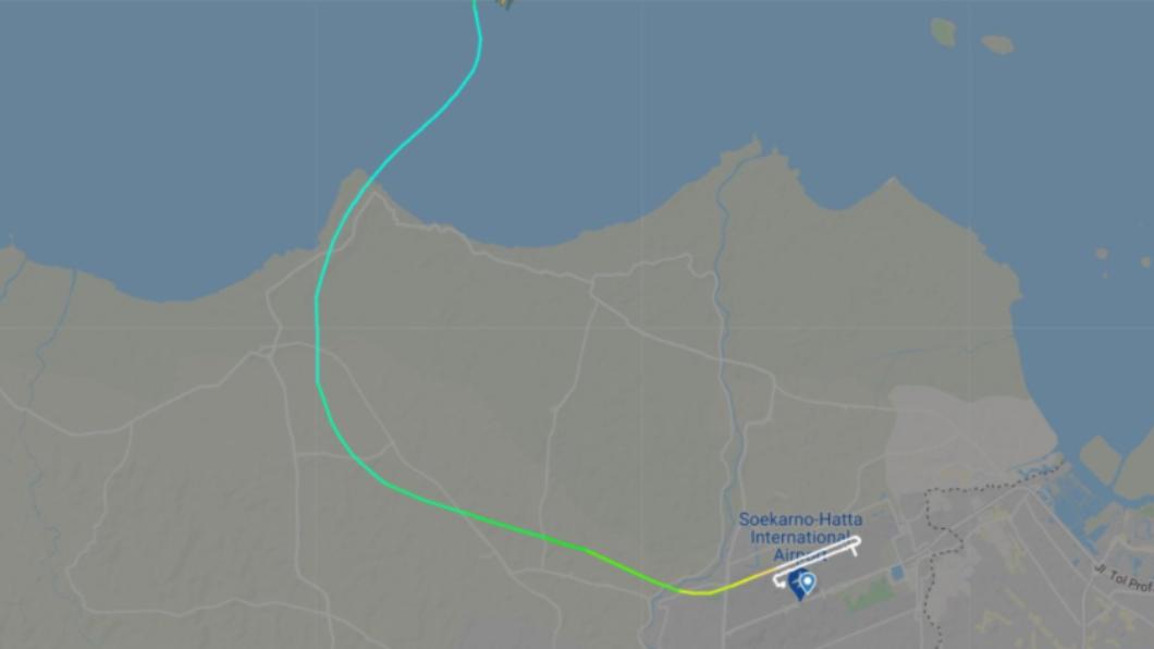 印尼班機起飛4分鐘後便失聯。(圖/翻攝自推特/@flightradar24) 60秒急墜3千公尺!印尼班機載50乘客 政府證實失聯