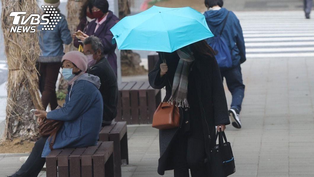 北台灣愈晚愈溼冷,民眾須注意保暖。(圖/中央社) 桃竹苗等7縣市防10度以下低溫 北台灣愈晚愈溼冷