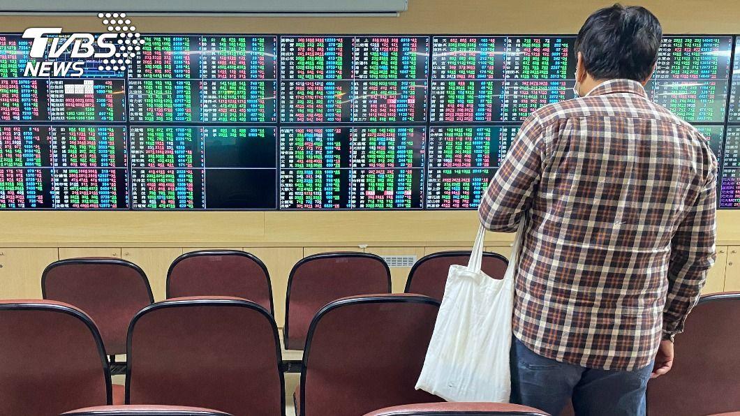 台股攻上15557點。(圖/中央社資料照) 台積電回神擺尾 台股攻上15557點再創新高