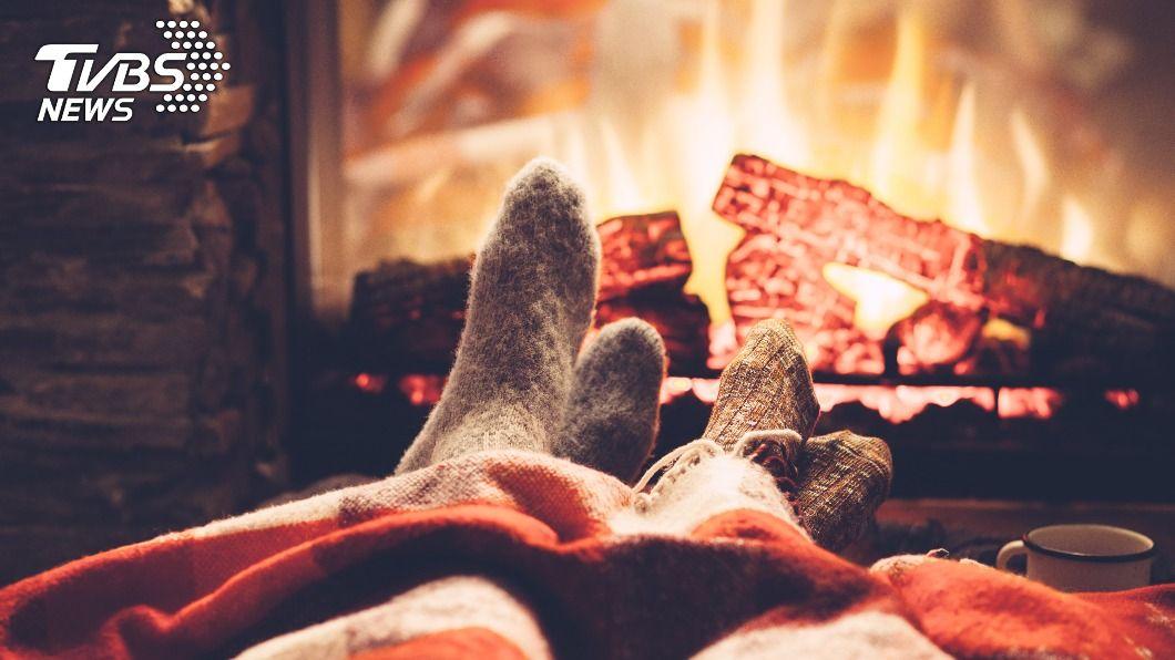 寒氣讓人夜晚難以入眠。(示意圖/shutterstock達志影像) 寒流急凍「冷到睡不著」!網狂推1神物:早上被熱醒