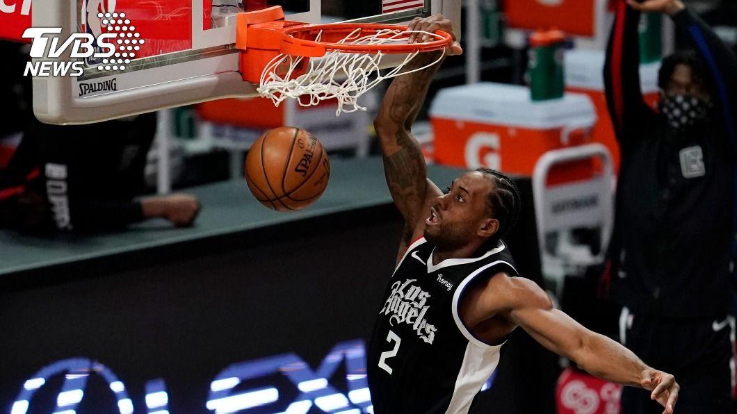 NBA快艇雷納德達到生涯1萬分的里程碑。(圖/達志影像美聯社) 雷納德生涯得分突破1萬分大關 率快艇擊退公牛