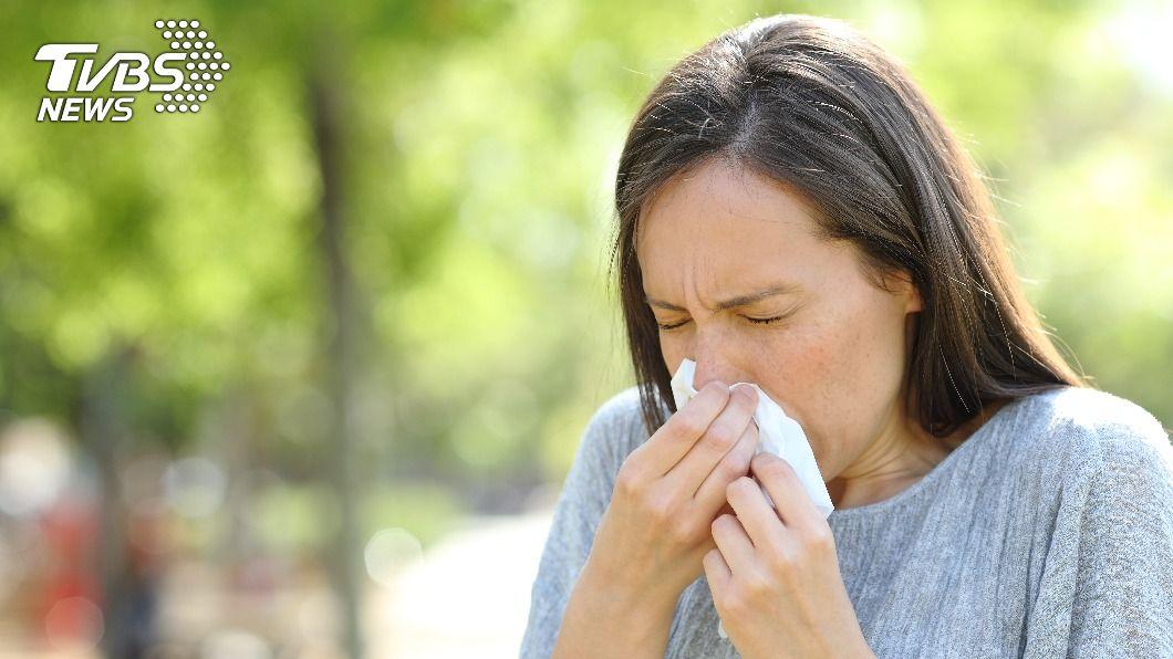 錯誤擤鼻涕方式可能會造成耳朵發炎。(示意圖/shutterstock達志影像) 擤鼻涕別太大力 醫揭示警:用錯方式恐罹中耳炎