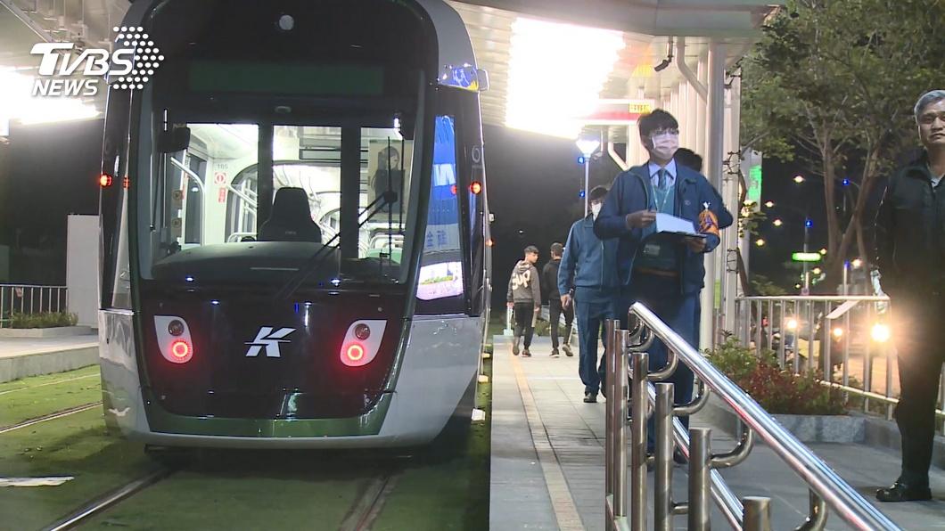 圖/TVBS(非當事人) 大南環段輕軌通車29hr挨撞 機車3貼闖紅燈