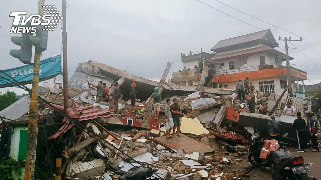 印尼6.2強震釀3死24傷 上萬居民逃離家園