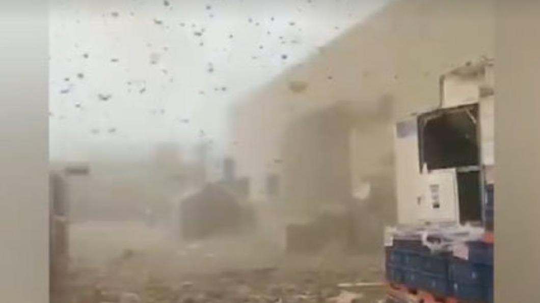 天津燃氣爆炸1死7傷 現場煙霧殘骸瀰漫